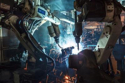 2020-12-robots-welding.jpg