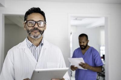 两位医生检查结果的图像